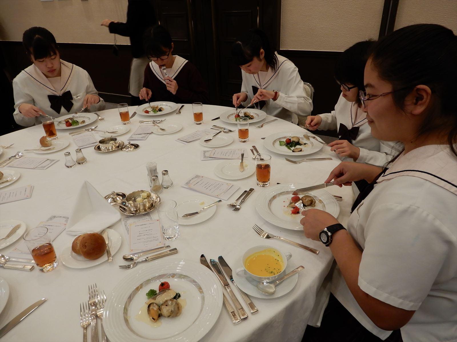 3年テーブルマナー講習会(H30)①